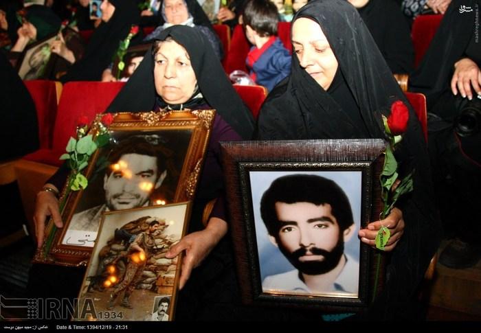 resized 1517294 560 عکس/ نکوداشت مادران و همچنین همسران شهدای گلستان