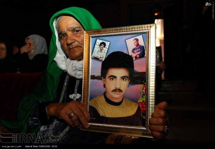 resized 1517296 638 عکس/ نکوداشت مادران و همچنین همسران شهدای گلستان
