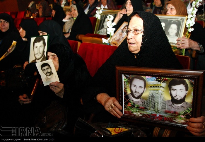 resized 1517297 973 عکس/ نکوداشت مادران و همچنین همسران شهدای گلستان