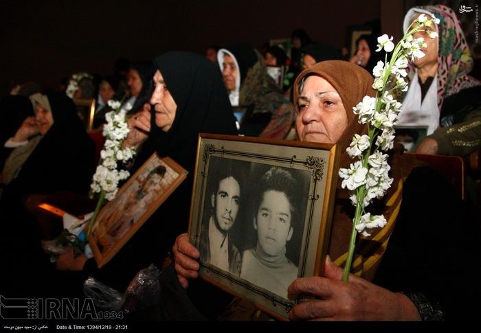 resized 1517298 993 عکس/ نکوداشت مادران و همچنین همسران شهدای گلستان