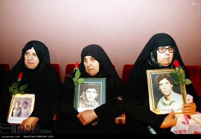 resized 1517299 416 عکس/ نکوداشت مادران و همچنین همسران شهدای گلستان