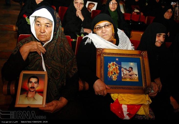 resized 1517300 227 عکس/ نکوداشت مادران و همچنین همسران شهدای گلستان