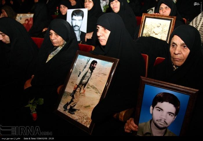 resized 1517301 841 عکس/ نکوداشت مادران و همچنین همسران شهدای گلستان