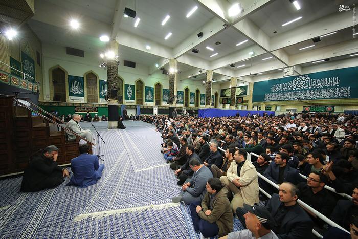 فضای اصلی حسینیه امام خمینی