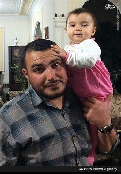 شهید اینانلو در کنار فرزندش