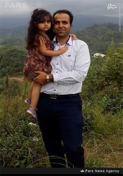 شهید علی هیودی در کنار فرزندانش