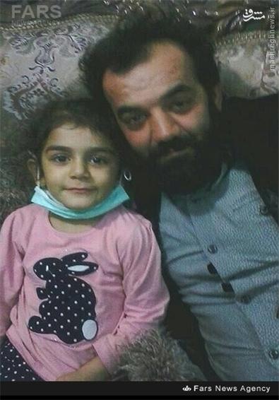 شهید مرتضی کریمی در کنار فرزندش