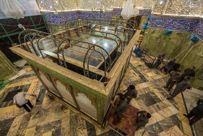 resized 1528413 905 عکس/ آماده سازی نصب ضریح جدید حضرت ابوالفضل العباس (ع)