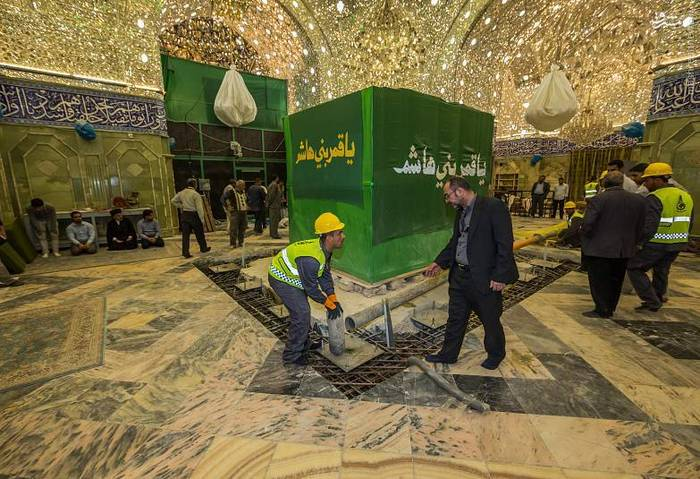 resized 1528424 483 عکس/ آماده سازی نصب ضریح جدید حضرت ابوالفضل العباس (ع)