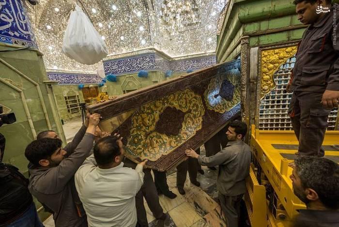 resized 1528433 934 عکس/ آماده سازی نصب ضریح جدید حضرت ابوالفضل العباس (ع)