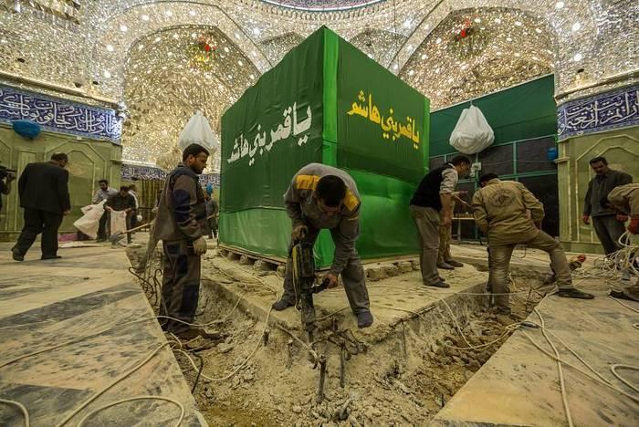 resized 1528434 988 عکس/ آماده سازی نصب ضریح جدید حضرت ابوالفضل العباس (ع)