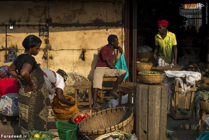 جمهوری بوروندی پنجمین کشور فقیر جهان به دلیل بحران های سیاسی که در این کشور آفریقایی رخ داده هیچ توسعه خاصی نداشته است. جنگ داخلی در این کشور تا بحال سبب کشته شدن ۲۰۰۰۰۰ نفر شده است. همین امر موجب گسترش فقر و فساد در این کشور گردیده است. متوسط درآمد سالانه مردم این کشور ۹۵۱ دلار است.