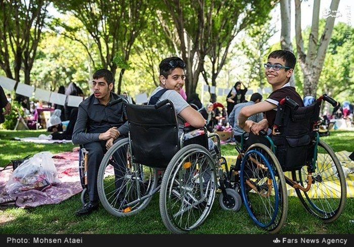 resized 1548996 331 عکس/ مراسم عیدانه معلولان
