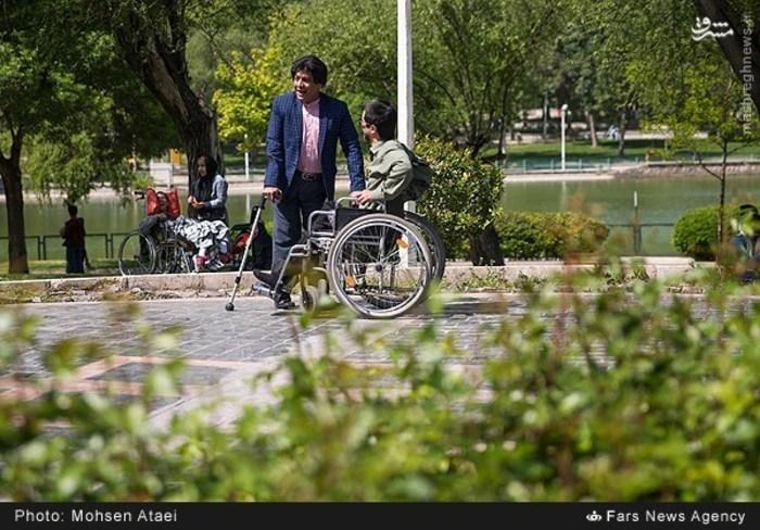 resized 1548997 230 عکس/ مراسم عیدانه معلولان