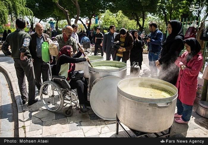 resized 1548998 530 عکس/ مراسم عیدانه معلولان