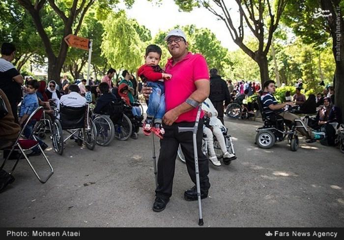 resized 1549001 430 عکس/ مراسم عیدانه معلولان