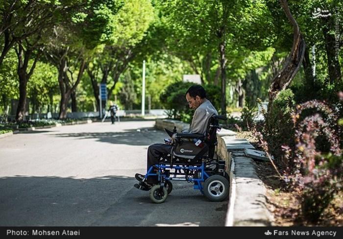 resized 1549003 554 عکس/ مراسم عیدانه معلولان
