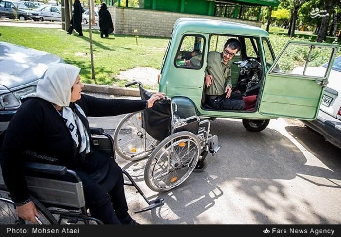 resized 1549008 943 عکس/ مراسم عیدانه معلولان