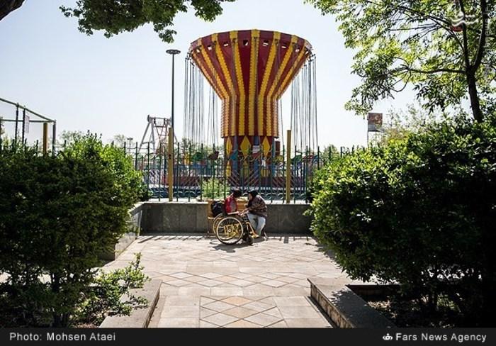 resized 1549014 648 عکس/ مراسم عیدانه معلولان
