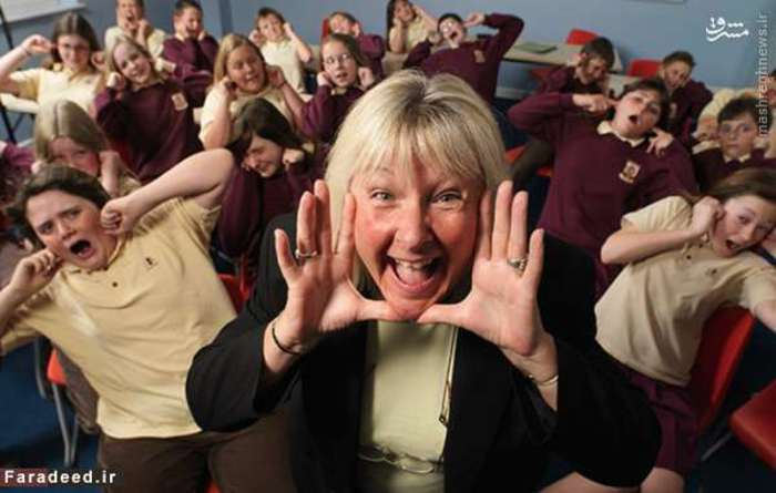 ملکه جیغ جهان به مدت شش سال کسی نبود جز آنالیزا فلاناگان، معلم اهل ایرلند شمالی، که رکورد گینس را در سال 1994 با فریاد واژه «ساکت» به دست آورد. قدرت صدای او حدود 120.7 دسیبل بود که این میزان از صدای موتور جت بیشتر است.   آن رکورد اما توسط جیل درِیک، معلم بریتانیایی، شکسته شد. او توانست فریادی به قدرت 129 دسیبل را در سال 2000 به نام خود ثبت کند.