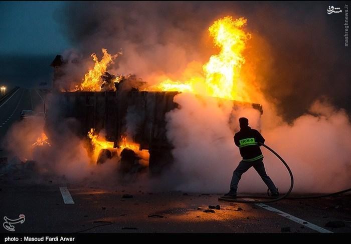 resized 1562185 105 عکس/  تصادف مرگبار کامیون با نیسان آبی