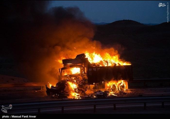 resized 1562187 540 عکس/  تصادف مرگبار کامیون با نیسان آبی