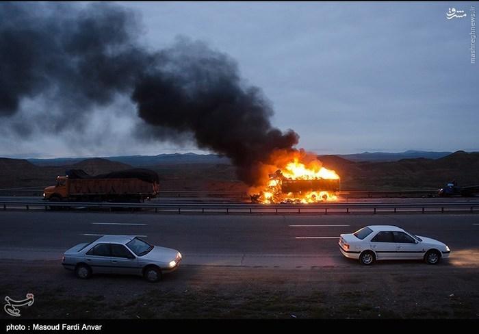 resized 1562188 856 عکس/  تصادف مرگبار کامیون با نیسان آبی