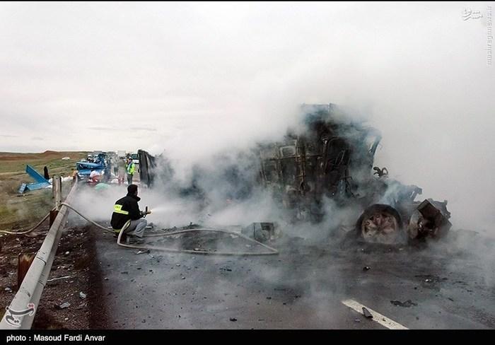 resized 1562193 462 عکس/  تصادف مرگبار کامیون با نیسان آبی