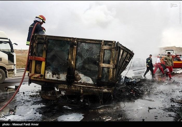 resized 1562194 284 عکس/  تصادف مرگبار کامیون با نیسان آبی
