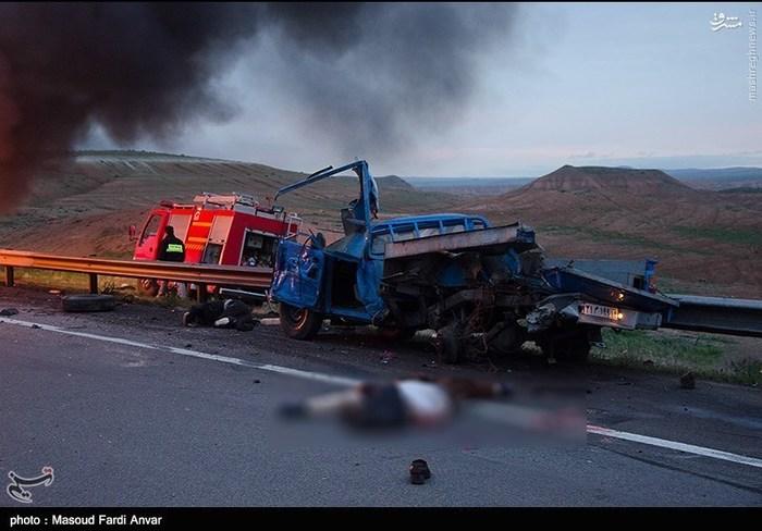 resized 1562195 225 عکس/  تصادف مرگبار کامیون با نیسان آبی