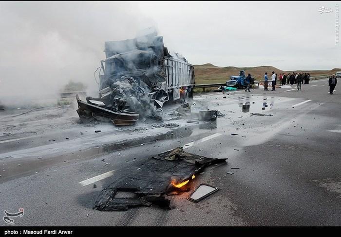 resized 1562196 174 عکس/  تصادف مرگبار کامیون با نیسان آبی