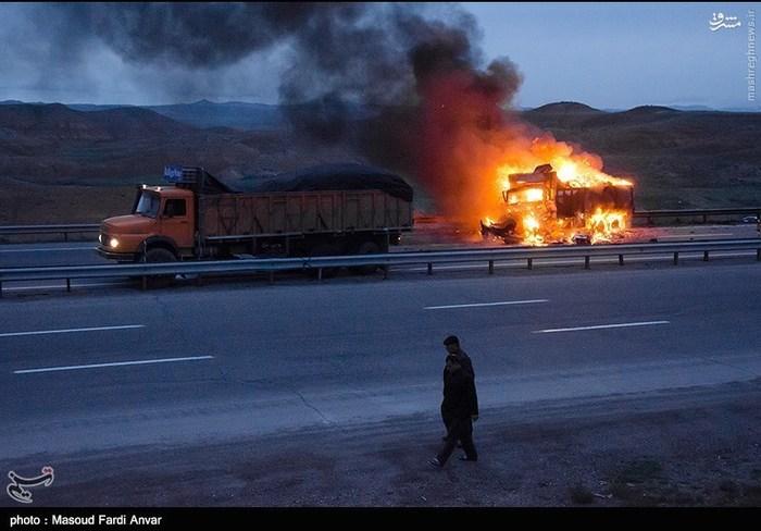 resized 1562198 505 عکس/  تصادف مرگبار کامیون با نیسان آبی