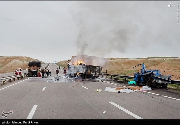 resized 1562200 312 عکس/  تصادف مرگبار کامیون با نیسان آبی