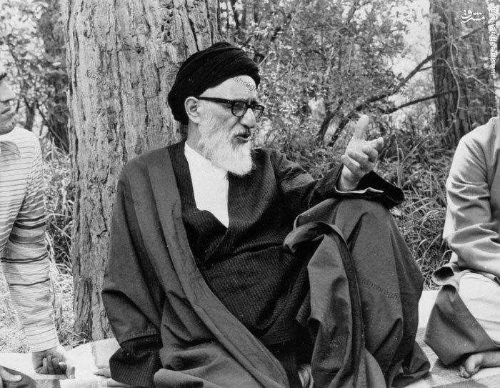 آیت الله طالقانی در باغ مرحوم آیت الله شهاب الدین اشراقی درقم