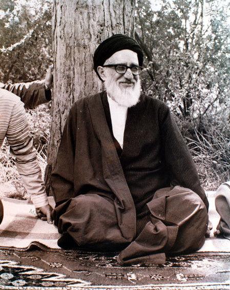آیت الله طالقانی در باغ مرحوم آیت الله شهاب الدین اشراقی در قم