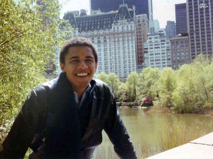 اوباما پس از فارغ التحصیل شدن از دانشگاه کلمبیا در سال 1983 در رشته علوم سیاسی، به شیکاگو رفت و آنچنان که گفته میشود به موسسه های خیریه برای کمک به افراد کم درآمد پیوست. پیش از آنکه در سال 1988 به دانشکده حقوق هاروارد برود، رئیس جمهوری آمریکا کمی به امورات شخصی اش رسیدگی کرد و به سفر رفت و همچنین از خانواده اش در کنیا دیدار کرد. وی همچنین پیش از آنکه برای اتمام درسش به دانشگاه کلمبیا در نیویورک برود 2 سال را در دانشکده اکسیدنتال سپری کرد. بر اساس برخی از گزارش ها اوباما در آن زمان، الکل و ماری جوانا مصرف میکرده است.