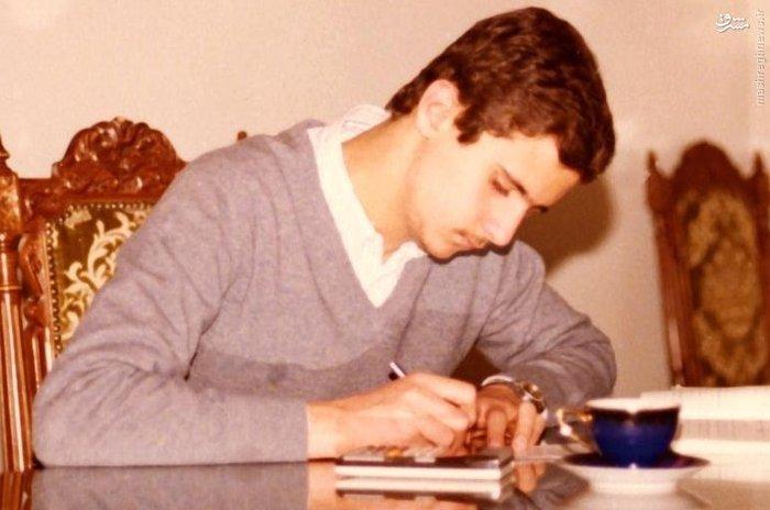 اسد، 20 سالگی اش را با تحصیل در علم پزشکی در دانشگاه دمشق گذراند و در سال 1988 فارغ التحصیل شد. در حالی که اسد برای پزشک شدن درس می خواند و دوره کارورزی خود را به عنوان چشم پزشک در بیمارستان نظامی در خارج از دمشق طی می کرد، وی هیچ برنامه ای برای ورود به دنیای سیاست نداشت. برادر بزرگتر وی باسل، کسی بود که پس از پدرش قدرت را در اختیار می گرفت اما پس از مرگ باسل در تصادف رانندگی، بشار به عنوان جانشین پدرش معرفی شد. اسد به عنوان پزشک ارتش در دمشق فعالیت می کرد و سپس به لندن رفت، وی هیچ انگیزه ای برای بازگشن به سوریه نداشت و در آن زمان هیچ گونه تمایلات سیاسی نیز نداشت.