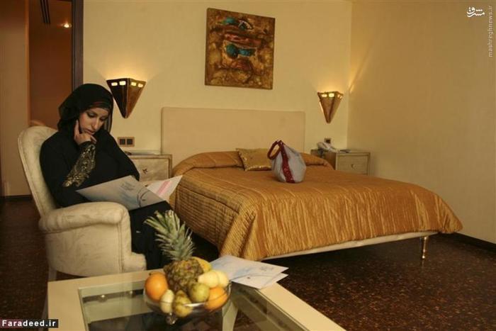 زن عربستانی در یک اتاق ویژه زنان در هتل