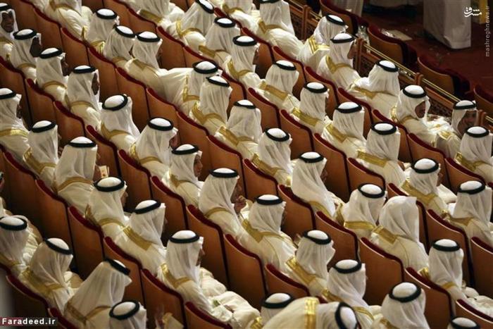 دامادهای عرب در مراسم جشن عروسی گروهی در ریاض