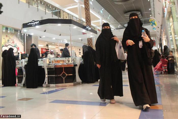 زنان عرب در مرکز تجاری بزرگ