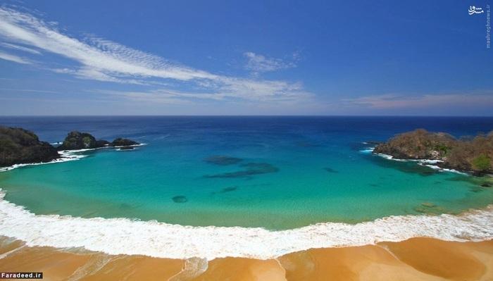 10. جزیره فرناندو دو نورونها - برزیل::::: تعداد گردشگرانی که هر ساله میتوانند به این جزیره سفر کنند، محدود است. نام جزیره در فهرست میراث جهانی یونسکو ثبت شده و برای دریافت مجوز ورود به این جزیره باید کمی خوش شانس بود!