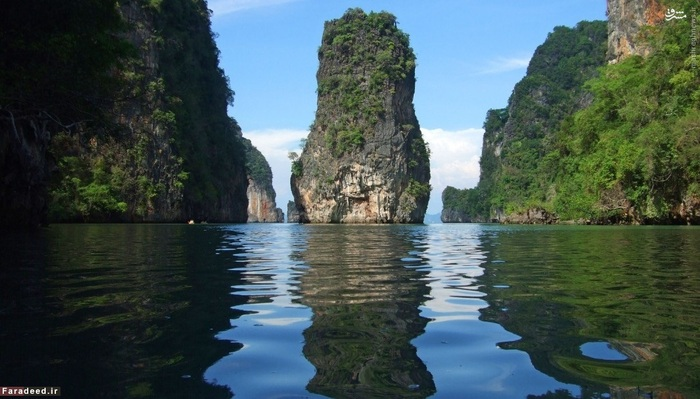 8. پوکت – تایلند::::: گرچه جزیره «کو تائو» تایلند امسال موفق نشد در فهرست 10 جزیره برتر جهان جای بگیرد، اما جزیرهای دیگر از این کشور در فهرست جای گرفت. جزیره پوکت با ساختار و طبیعت زیبای خود توجه هر بینندهای را به خود معطوف میکند.