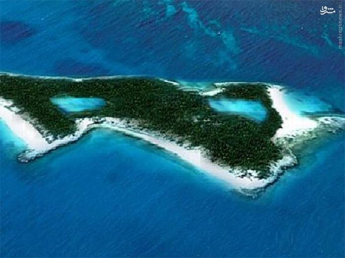 ادی مورفی_ جزیرهی شخصی ادی مورفی در باهاما، آنقدر مرموز است که تقریباً هیچکس چیز زیادی از آن نمیداند. مورفی این جزیره را در سال ۲۰۰۷ به قیمت ۱۵ میلیون دلار (۵۲۰۱۴۰۰۰۰۰۰ تومان) خریداری کرده و از آن موقع تا بهحال آن را کاملاً خصوصی نگهداشته است.
