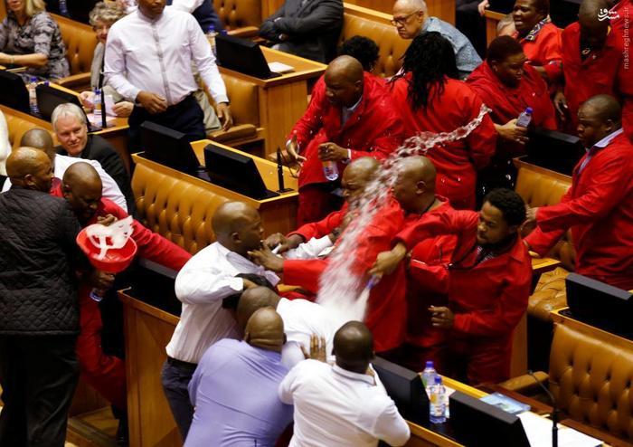 بزن بزن در مجلس, کتک کاری نمایندگان مجلس, دعوای نمایندگان مجلس, درگیری نمایندگان مجس, جنگ سیاست مداران, جنگ دیپلماتیک