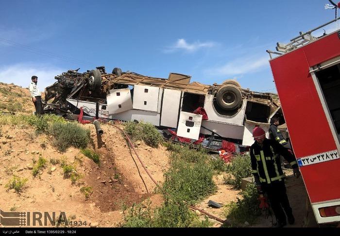 34 کشته و زخمی با واژگون شدن اتوبوس در بجنورد +تصاویر
