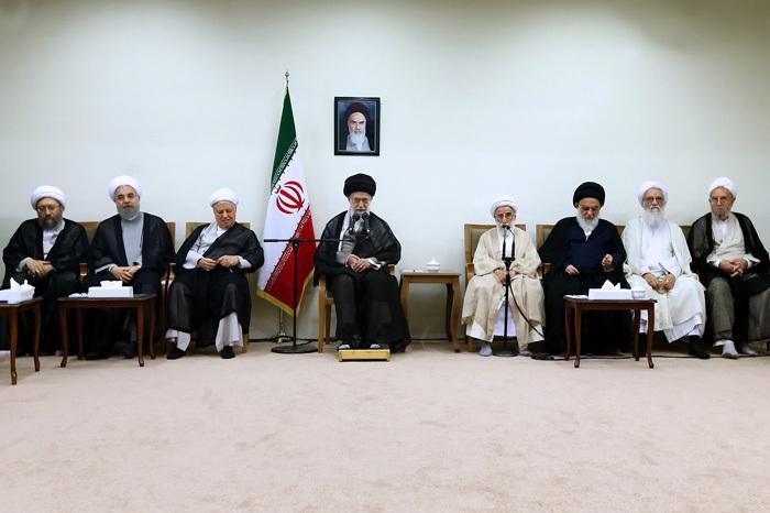 resized 1654744 935 عکس/ دیدار افراد مجلس خبرگان با رهبرانقلاب