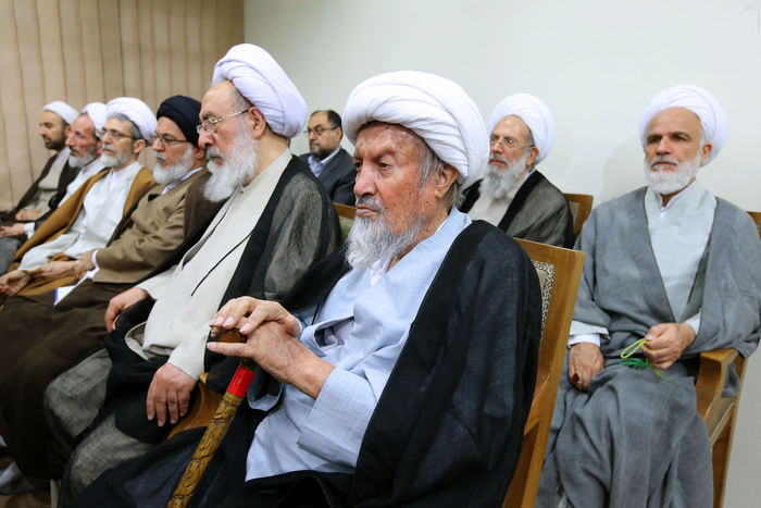 resized 1654747 453 عکس/ دیدار افراد مجلس خبرگان با رهبرانقلاب