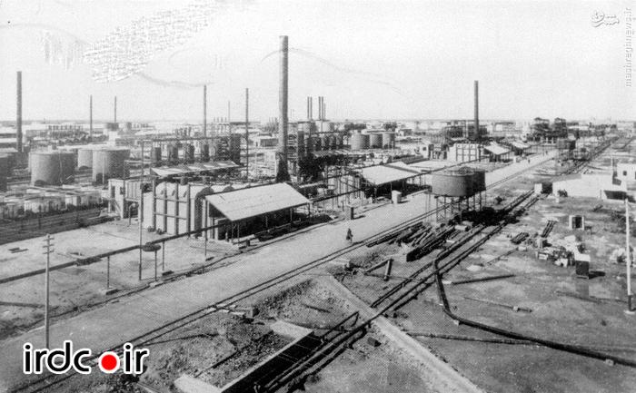 نمایی از تاسیسات نفتی آبادان در دوره قاجار