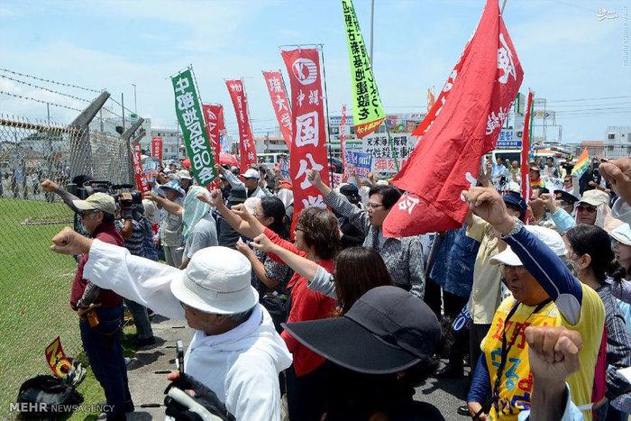 resized 1663213 385 عکس/ خشم ژاپنیها از سربازان متجاوز آمریکایی