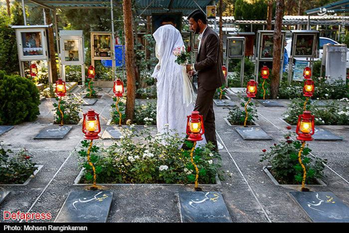 تصاویر: مراسم ازدواج در کنار مزار شهدای گمنام